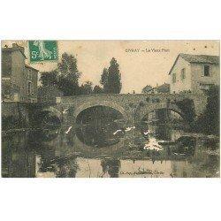 carte postale ancienne 86 CIVRAY. Le Vieux Pont 1908 quelques blancs...