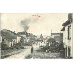 carte postale ancienne 88 ARCHES. Animation Route principale 1916