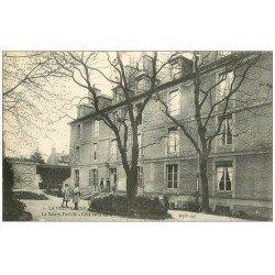 carte postale ancienne 14 LA DELIVRANDE. Cour de la Sainte-Famille 1917