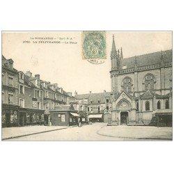 carte postale ancienne 14 LA DELIVRANDE. La Place 1906 Hôtel de la Basilique