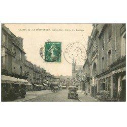 carte postale ancienne 14 LA DELIVRANDE. Voiture Tacot sur Grande Rue 1916