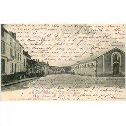carte postale ancienne 89 BRIENON. La Halle Place du Carré 1905 Café Bal avec Ecuries