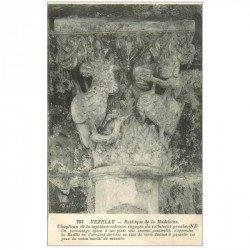 carte postale ancienne 89 VEZELAY. Basilique personnage et Sauterelle
