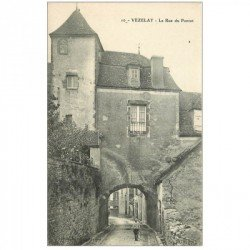 carte postale ancienne 89 VEZELAY. Rue du Pontot gamin et cerceau