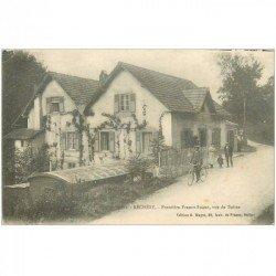 carte postale ancienne 90 RECHESY. Cycliste devant le Café de la Frontière 1918