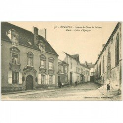 carte postale ancienne 91 ETAMPES. Musée, Caisse d'Epargne et Maison Diane de Poitiers
