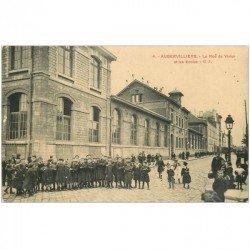 carte postale ancienne 93 AUBERVILLIERS. Les Ecoles rue du Vivier vers 1915 avec nombreux écoliers