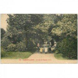 carte postale ancienne 93 AUBERVILLIERS. Ronde d'enfants dans un coin du Square 1915