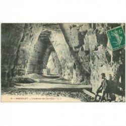 carte postale ancienne 93 BAGNOLET. Intérieur des Carrières à Plâtre avec personnage assis