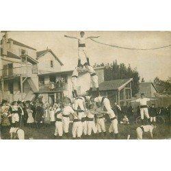 91 CROSNES CROSNE. Une Pyramide de jeunes Gymnastes face à l'Usine Baille Lemaire. Photo carte postale vers 1913