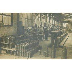 81 ALBI. Ouvriers à l'Usine d'Armement. Photo carte postale vers 1910