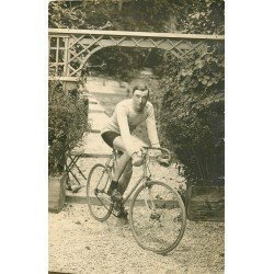 51 AY EN CHAMPAGNE. Le Champion coureur cycliste Dauge. Photo carte postale