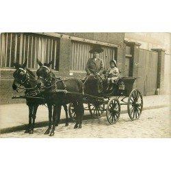 FEMME COCHER 1910. Superbe photo carte postale d'une Femme Cocher et son Enfant. Peut-être Mm Moser ?...