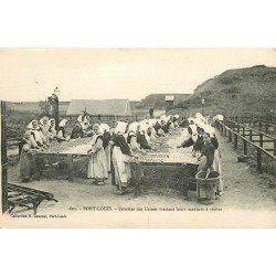56 PORT LOUIS. Femmes des Usines mettant leur Sardines à sécher 1919 Métiers de la Mer