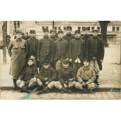 78 VERSAILLES. Groupe de Militaires fumant la pipe. Photo carte postale 1916