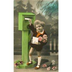 BONNE FETE. Enfant postant ses voeux dans boîte aux lettres en bois par Gloria