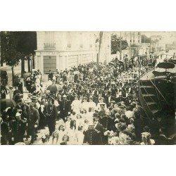 93 MONTREUIL. Cortège de la Rosière avec le Maire, les Elus, les Sapeurs Pompiers et les Policiers vers 1910