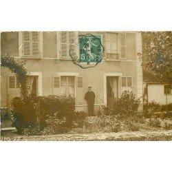 91 BALLANCOURT SUR ESSONNE. Personnage et son Chien au Jardin. Photo carte postale ancienne 1912.