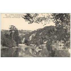 carte postale ancienne 14 PONT-D'OUILLY. Pêcheurs en barque et Côteaux de Saint-Christophe