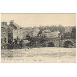 carte postale ancienne 14 PONT-D'OUILLY. Rameur et Pont