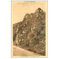 carte postale ancienne 14 PONT-D'OUILLY. Rocher du Lion animation