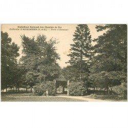 carte postale ancienne 95 AVERNES. Orphelinat des Chemins de Fer. Porte d'Honneur