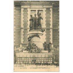 carte postale ancienne 02 LAON. Monument des Instituteurs. Edition Desselle