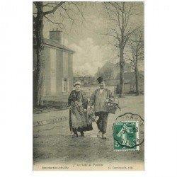 carte postale ancienne 95 PONTOISE. Couple de Paysans vendeurs Maraîchers 1919