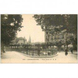 carte postale ancienne 94 CHARENTON LE PONT. Place Henri IV en 1933