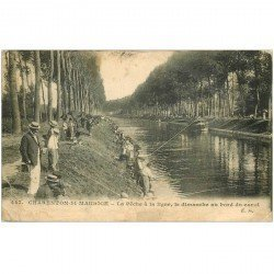carte postale ancienne 94 CHARENTON LE PONT. La Pêche à la ligne et Péniche 1914 en l'état...