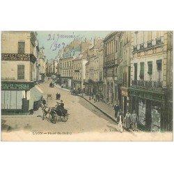 carte postale ancienne 02 LAON. Place du Bourg 1907. Commerces et Attelage en couleur