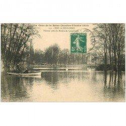 carte postale ancienne Inondation et Crue de 1910. BOIS DE BOULOGNE 92. Pelouse près Moulin de Longchamp