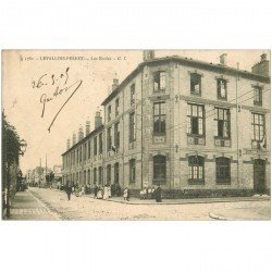 carte postale ancienne 92 LEVALLOIS PERRET. Les Ecoles 1905