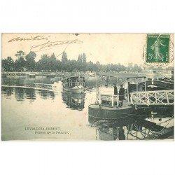 carte postale ancienne 92 LEVALLOIS PERRET. Embarcation Ponton de la Félicité 1908