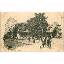 carte postale ancienne 92 CLICHY. Le Marché Couvert et magasin Au bon Pasteur vers 1900. Plissure transversale (invisible)...