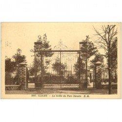 carte postale ancienne 92 CLICHY. La Grille du Parc Denain animation
