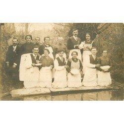 50 PONTORSON. Personnel d'un Hôtel Restaurant. Photo carte postale ancienne vers 1910