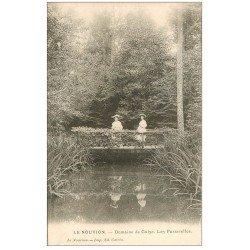 carte postale ancienne 02 LE NOUVION. Domaine de Guise. Pêcheuses sur Passerelles