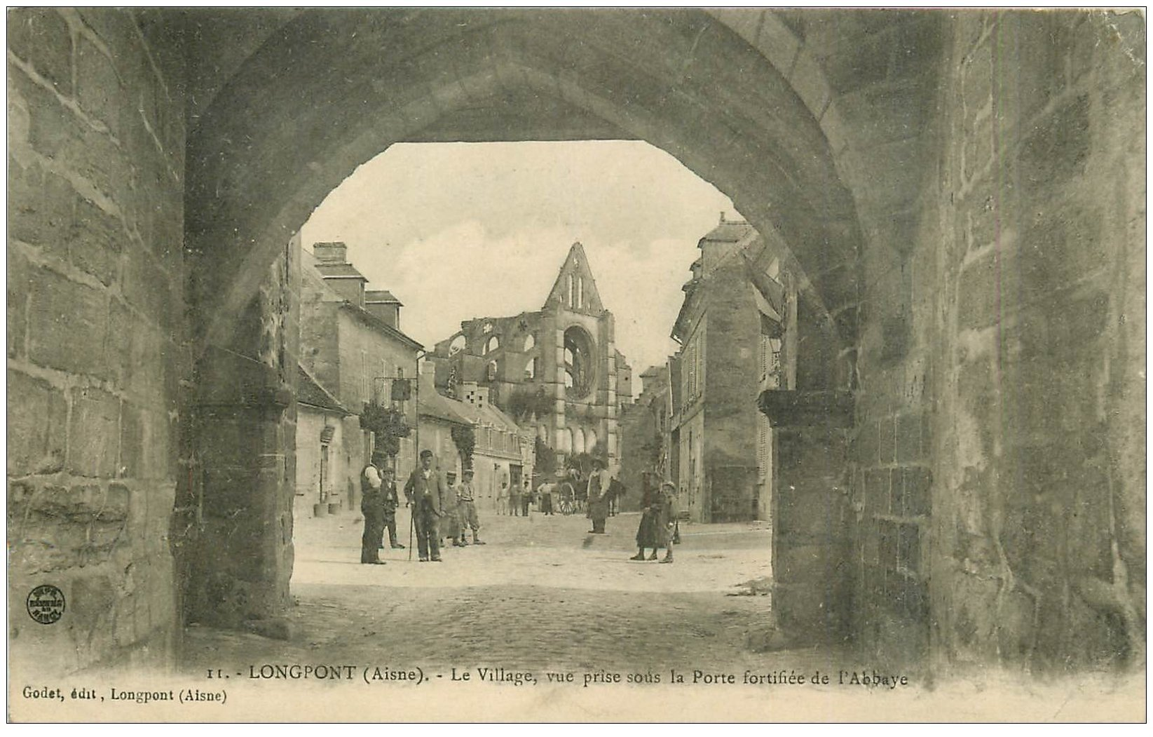 carte postale ancienne 02 LONGPONT. Porte fortifiée de l'Abbaye 1910