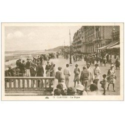 carte postale ancienne CABOURG 14. Animation Terrasse du Grand Hôtel 1916
