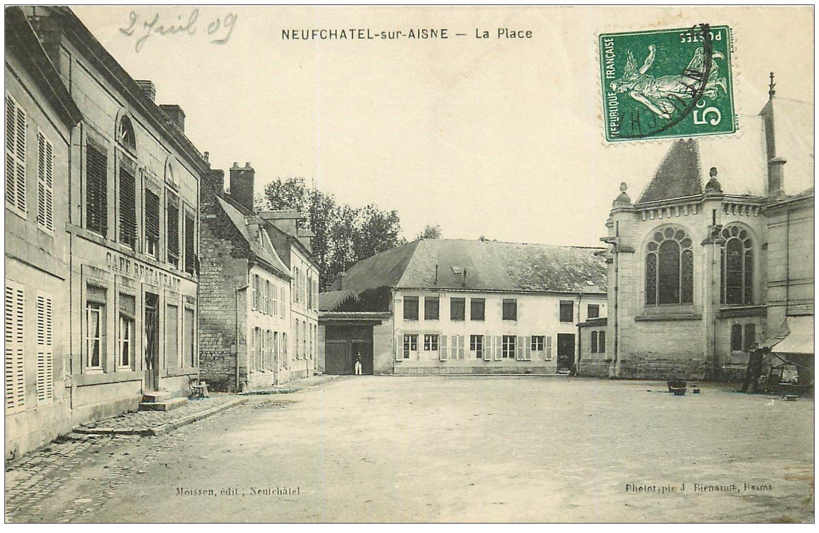 carte postale ancienne 02 NEUFCHATEL-SUR-L'AISNE. La Place 1909. Café Restaurant