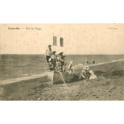carte postale ancienne 14 TROUVILLE. Futurs Marins sur la Plage