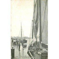 carte postale ancienne 14 TROUVILLE. Bateaux de Pêche à Quai. Aqua Photo