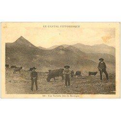 carte postale ancienne 15 AURILLAC. Une Vacherie dans la Montagne. Pâtres et Vaches
