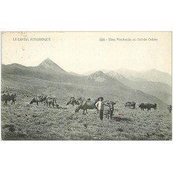 carte postale ancienne 15 Col de CABRE. Une Vacherie 1932