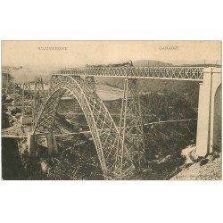 carte postale ancienne 15 GARABIT. Train sur le Viaduc sur Vallée de la Truyère.