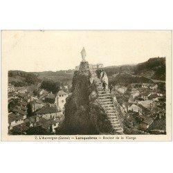 carte postale ancienne 15 LAROQUEBROU. Personnages au Rocher de la Vierge
