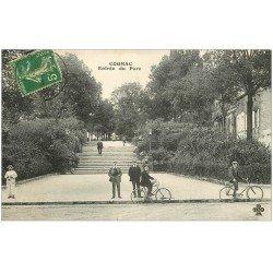 carte postale ancienne 16 COGNAC. Cyclistes à l'Entrée du Parc 1913