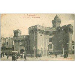 carte postale ancienne 66 PERPIGNAN. Castillet et Café de la poste animés 1912