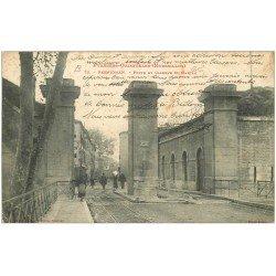carte postale ancienne 66 PERPIGNAN. Porte et Caserne Saint-Martin vers 1905